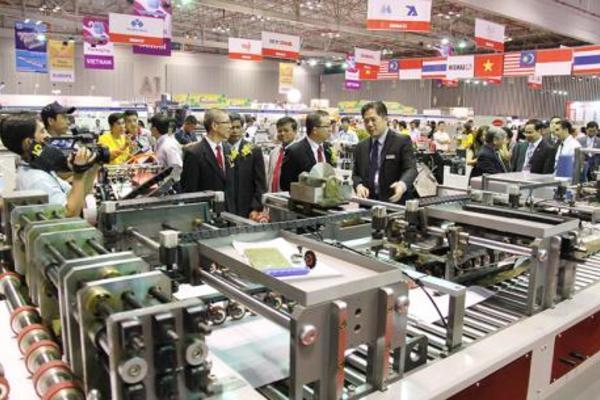 Khai mạc chuỗi triển lãm về máy móc, thiết bị công nghiệp