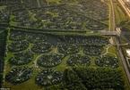 """Lạc vào ngôi làng tròn đươc quy hoạch tuyệt đẹp ngỡ như một """"nền văn minh ngoài hành tinh"""""""
