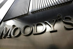 Vietnam urged to respond to Moody's review to downgrade rating