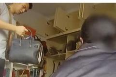 Mẹ già mang túi 'Louis Vuitton' đi chợ mua thịt lợn, con gái bị bắt giam
