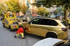 Cảnh sát Đức tịch thu xe BMW X5 mạ vàng vì quá chói mắt