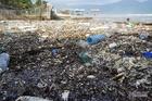 3 ngày mưa xối xả, rác chất đống cả bờ biển Đà Nẵng