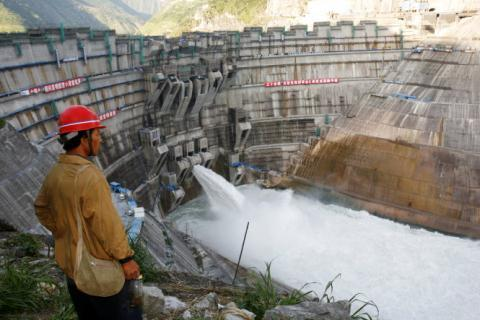 As China builds hydropower dams on Mekong, Vietnam seeks solutions