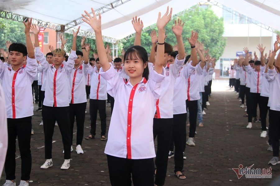 Trường CĐ nghề Công nghệ cao Hà Nội nhận huân chương Lao động hạng 3