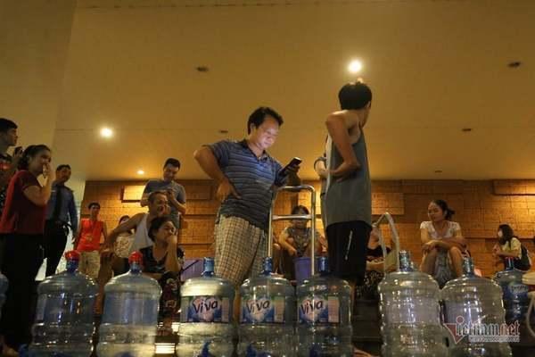 Vì sao nước sông Đà đạt 107/107 chỉ tiêu nhưng chưa được ăn uống?