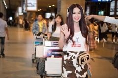'Bom sex' Ôn Bích Hà như gái đôi mươi khi đến Việt Nam