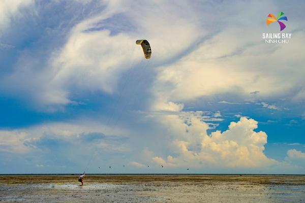 Trải nghiệm biển sôi động ở 'thiên đường gió' Ninh Chữ