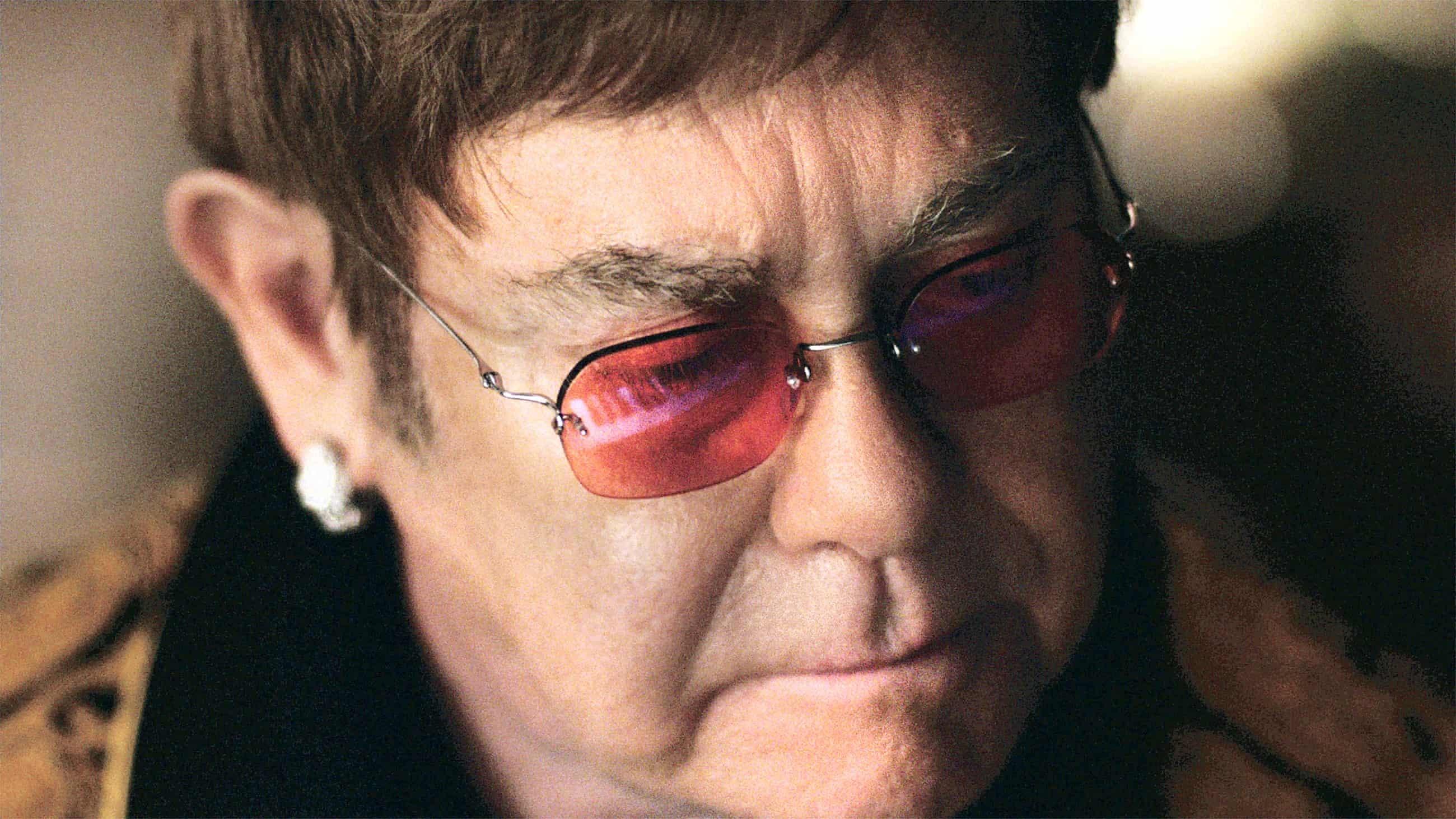 Đời sống tình dục khác thường của Elton John