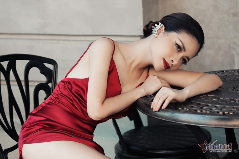 Dương Hoàng Yến gợi cảm với lưng trần ngọc ngà