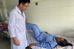 Bệnh nhân đầu tiên ở miền Tây bị liệt chân do ung thư di căn có thể đi lại được