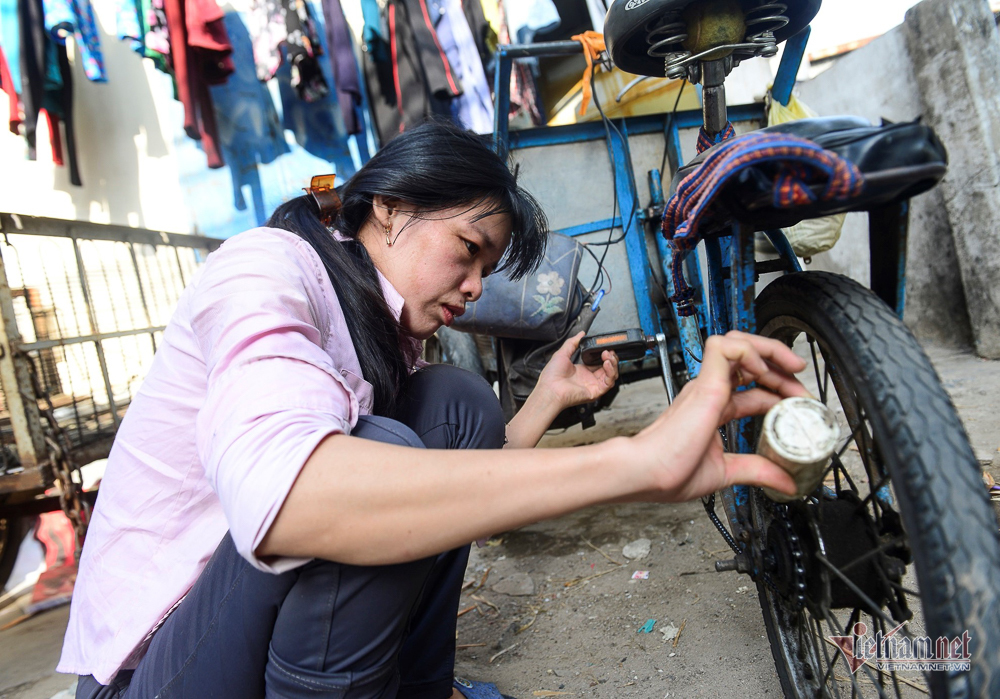 Những người phụ nữ nhặt ve chai ở Sài Gòn nuôi con đậu đại học