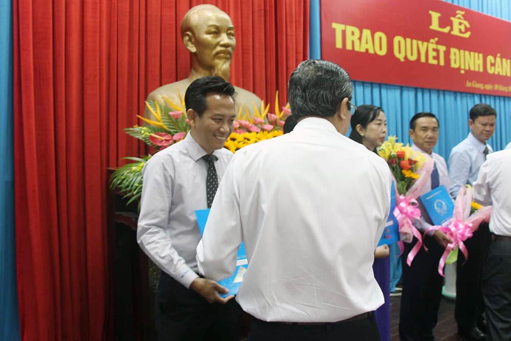 Bị cảnh cáo, Giám đốc sở sang làm Phó chánh văn phòng UBND tỉnh