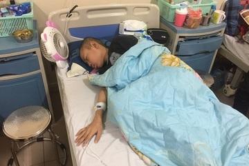 Bị khối u di căn vào não, cháu bé khóc xin được chết