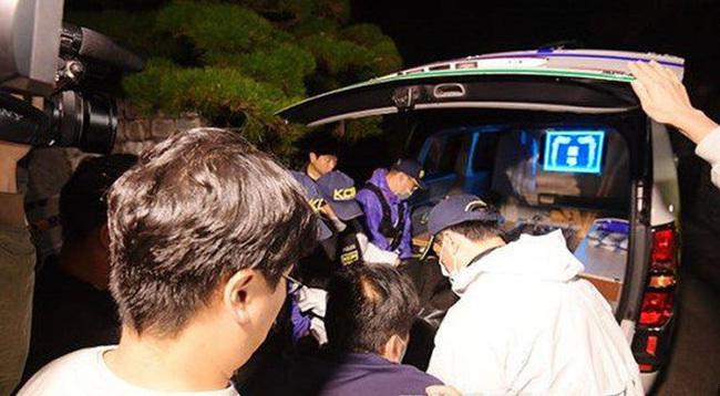 Cảnh sát bị phạt vì lộ thông tin Sulli treo cổ tự tử lên đèn chùm