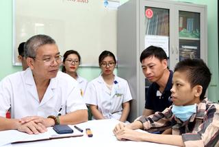 Suốt 10 tháng chết đi sống lại, chàng trai 17 tuổi ghép phổi trở lại cuộc sống