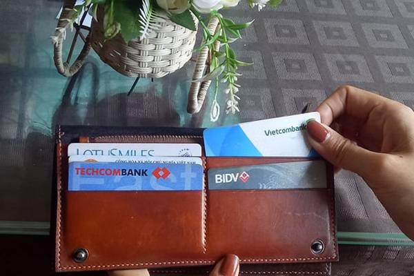 Dùng thẻ tín dụng: Cẩn thận 'nợ chồng nợ chất'