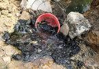 Bắt 2 đối tượng đổ dầu thải gây ô nhiễm nguồn nước sông Đà