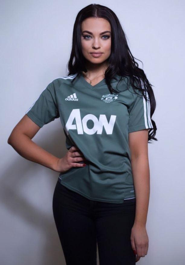 Nữ CĐV xinh đẹp tin MU đánh bại Liverpool