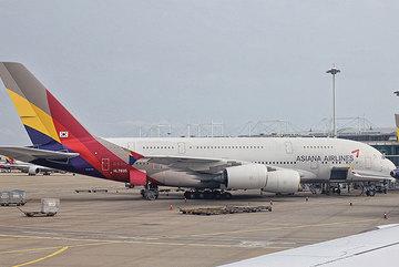 Động cơ máy bay bốc cháy, hành khách hoảng hồn chứng kiến