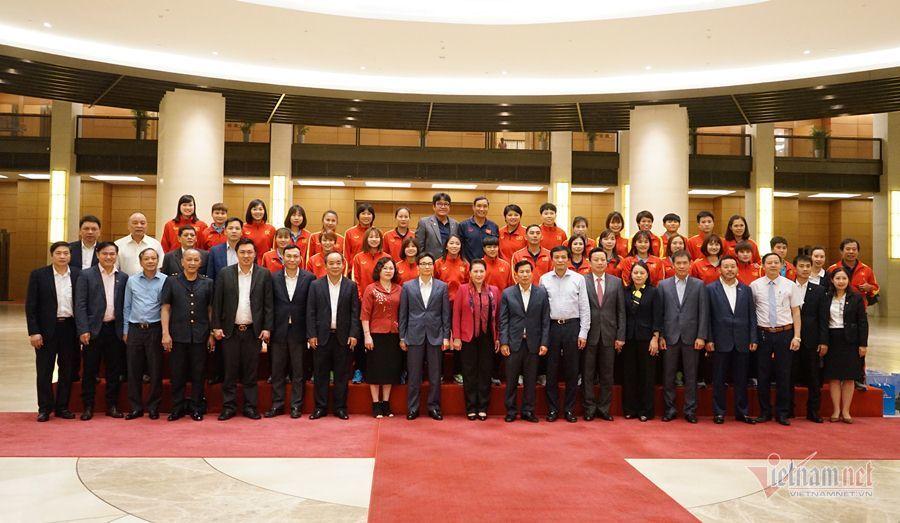 Chủ tịch Quốc hội Nguyễn Thị Kim Ngân,Chủ tịch Quốc hội,Tuyển nữ Việt Nam,HLV Mai Đức Chung