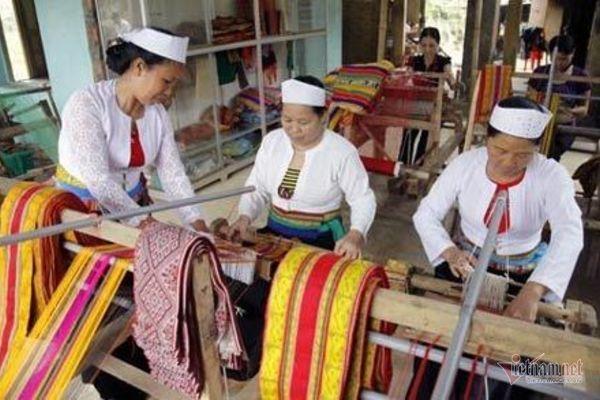 Đào tạo nghề giúp đồng bào dân tộc thiểu số tự vươn lên thoát nghèo