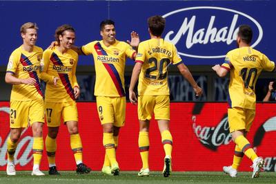 """""""MSG"""" khiêu vũ, Barca thắng như đi dạo"""