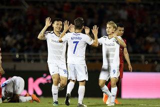 Vòng 25 V-League: HAGL, Nam Định trụ hạng thành công