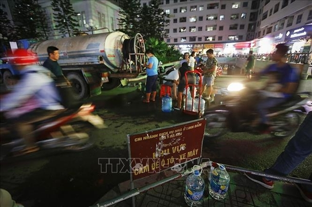 Hanoi to halt bottled water price hike after water contamination incident