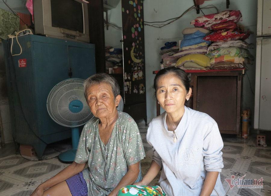 Bà Nữ và con gái bà chỉ mong ở đâu đó Dũng vẫn mạnh khỏe và dù em có như thế nào gia đình cũng đón nhận.