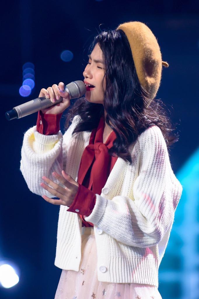 Bảo Hân 'Về nhà đi con' khoe giọng ngọt lịm trong Giọng hát Việt nhí