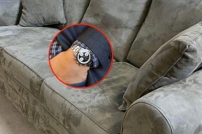 Mua ghế sô pha cũ, người phụ nữ 'vớ' được chiếc đồng hồ 5,7 tỷ