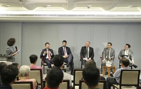 Vietnamese begin investing abroad to diversify portfolio
