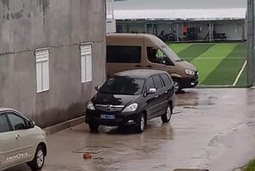 Chủ nhiệm UB Kiểm tra Tỉnh ủy mở tiệc, 2 cấp phó 'liều mạng' đi xe biển xanh
