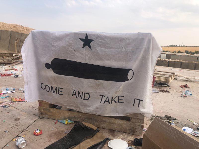 Cảnh tan hoang sau khi Mỹ tự đánh bom căn cứ của mình ở Syria