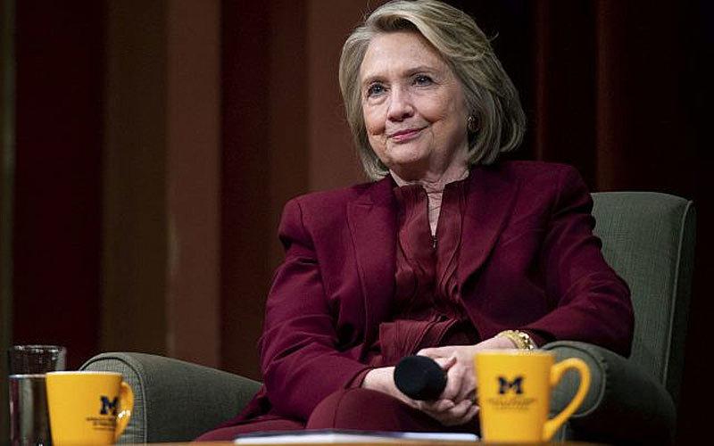Bà Hillary đăng thư chế giễu ông Trump