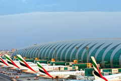 Các sân bay moi tiền hành khách bằng cửa hàng miễn thuế như thế nào