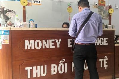 Rút tiền mặt từ thẻ tín dụng bằng thủ thuật mua vàng, USD rồi bán lại