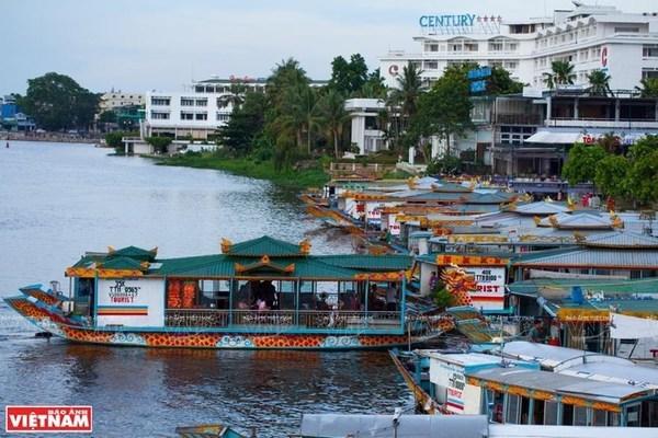 Dragon boat tour on Perfume River,huong river,hue,travel news,Vietnam guide,Vietnam tour,travelling to Vietnam