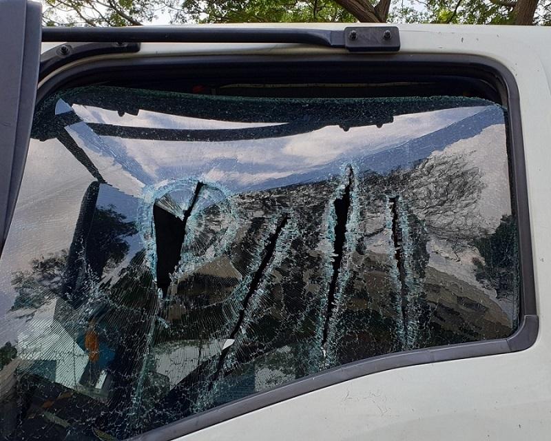 '. Bóp còi cảnh báo, tài xế xe tải bị đôi nam nữ dùng mã tấu truy sát .'