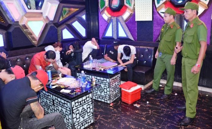 Công an Quảng Nam bắt 68 trai gái đang phê ma túy trong quán karaoke