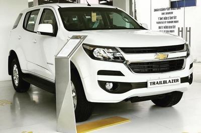 Cuối tháng 10, giá ô tô giảm sâu nhất đến 200 triệu đồng