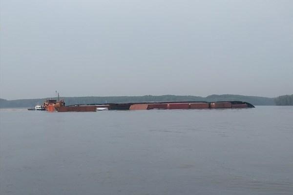 Capsized vessel creates 150-tonne Long Tau River oil spill