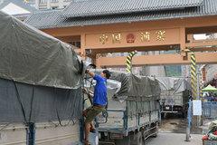Cả ngàn xe nông sản nằm chờ qua cửa khẩu để sang Trung Quốc