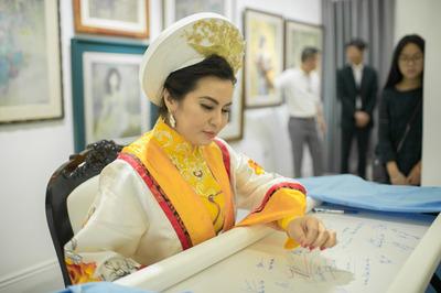 Hoa hậu Quý bà Kim Hồng dự sự kiện Đóa sen 'Ước nguyện ngàn năm'