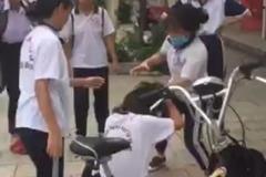 Nữ sinh bị đánh hội đồng vì chê màu giày của bạn