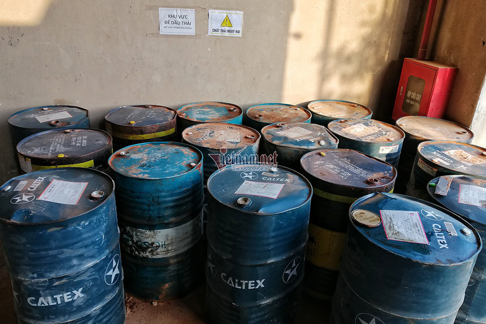 Bất ngờ quy trình nhân viên công ty gốm sứ tuồn dầu thải gây ô nhiễm nước