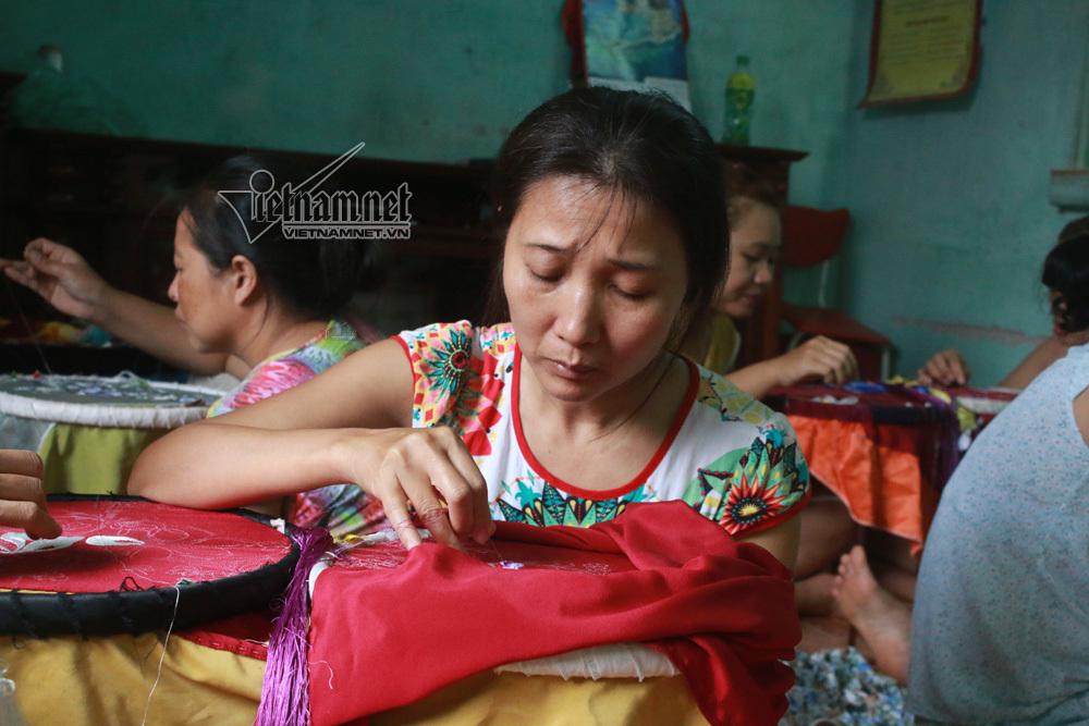 Giúp người dân thoát nghèo thành công bằng nghề thêu