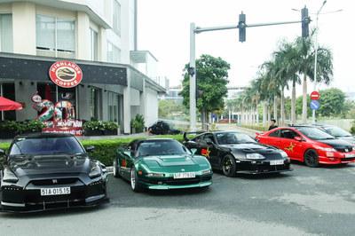 Choáng ngợp dàn siêu xe Nhật Bản ở Việt Nam
