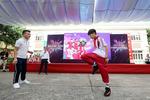 """Quang Hải """"ghi bàn"""", giúp fan nhí sang Malaysia cổ vũ tuyển Việt Nam"""