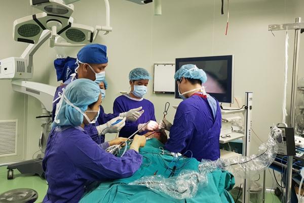 Bụng sổ một đống sau giảm cân, người phụ nữ Hà Nội cắt bay 7kg mỡ bụng